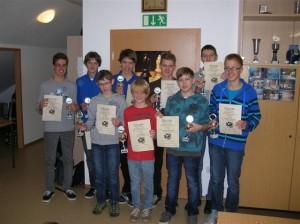 Die jeweils drei Erstplatzierten der Altersgruppen bekamen Urkunden und Pokale.