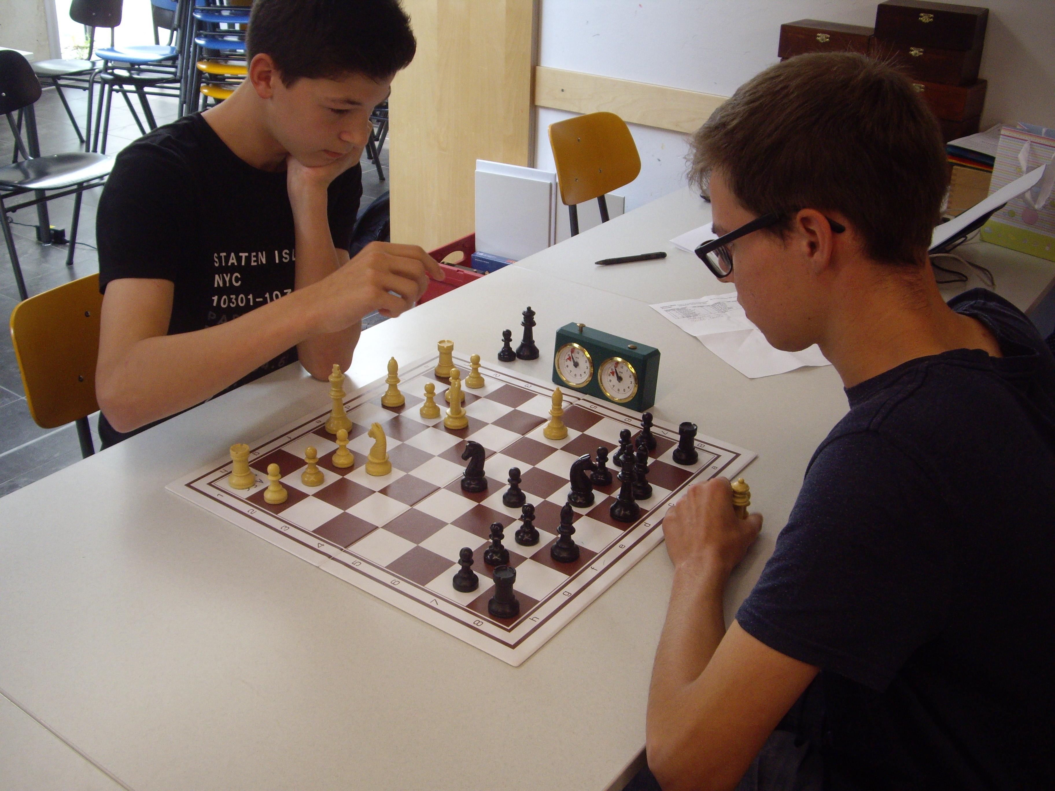 Das Vereinsduell an Brett 1: Am Ende konnte sich Manuel gegen Marius durchsetzen.